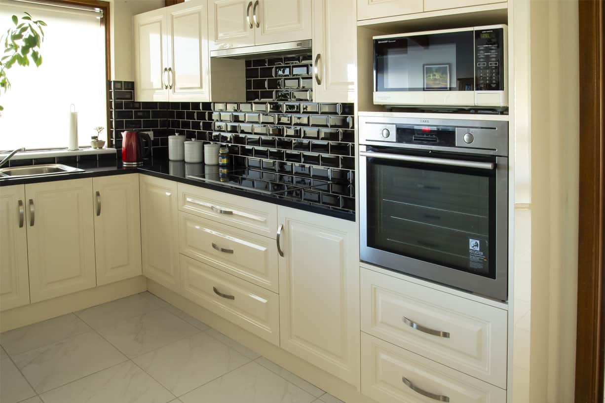 creme kitchen with black tile splashback